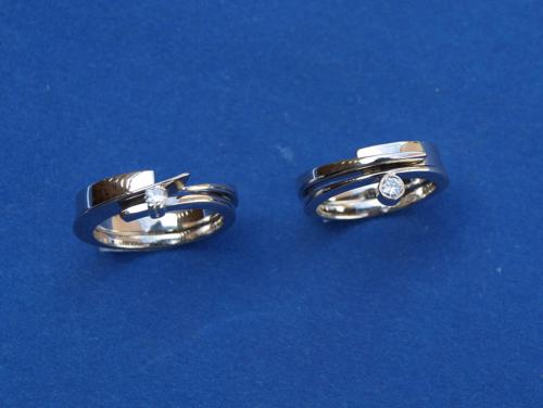 Twee bestaande wit gouden ringen verzwaard met nieuw wit goud