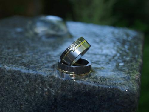 Wit goud, geel goud en zirkonium ringen