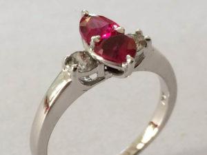 Witgouden ring met diamant en robijn
