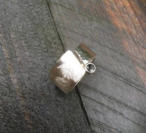Zilver ring met vingerafdruk en zwarte zirkonia